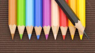 マーカー線の引き方 並べた色鉛筆