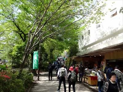 高尾山 リフト乗り場へ