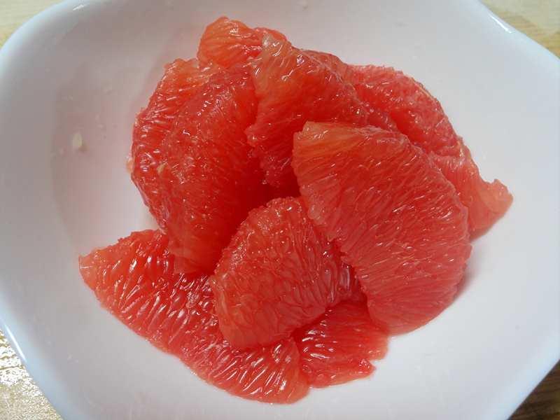 きれいに剥けたグレープフルーツ