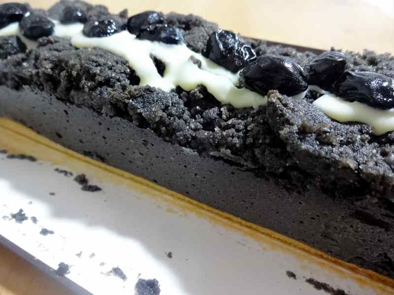 黒胡麻と黒豆のチーズケーキ4
