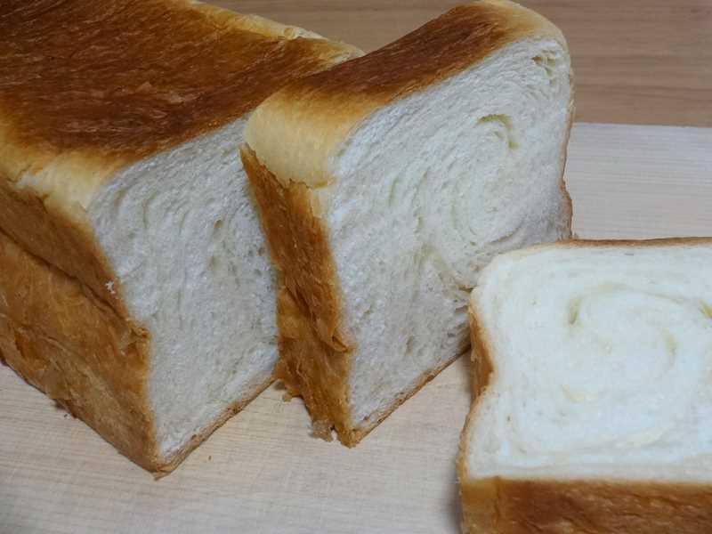 八天堂のデニッシュ食パンの断面1
