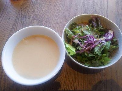 THE KINTAN STEAKのスープとサラダ