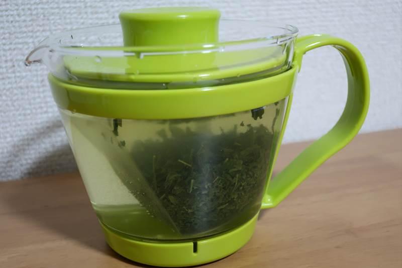 イワキの耐熱ガラスポット お茶入れ中